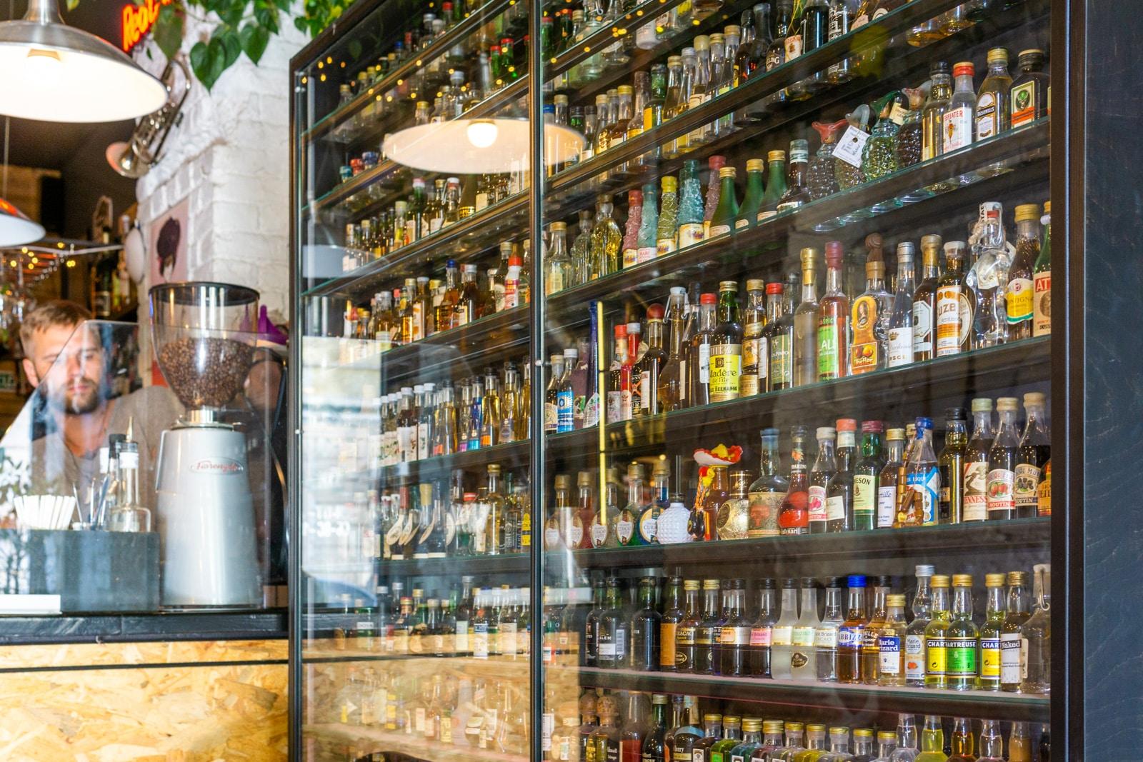 Interior del bar Wood You Like en Kiev, Ucrania