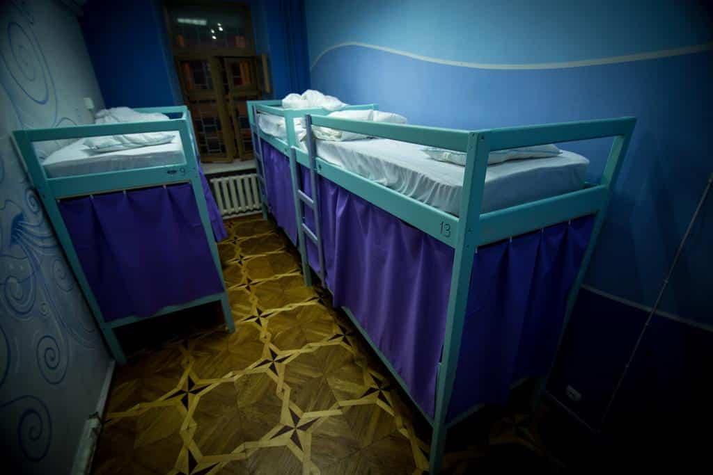 Dormitorio dentro del albergue Elements en Kiev, Ucrania