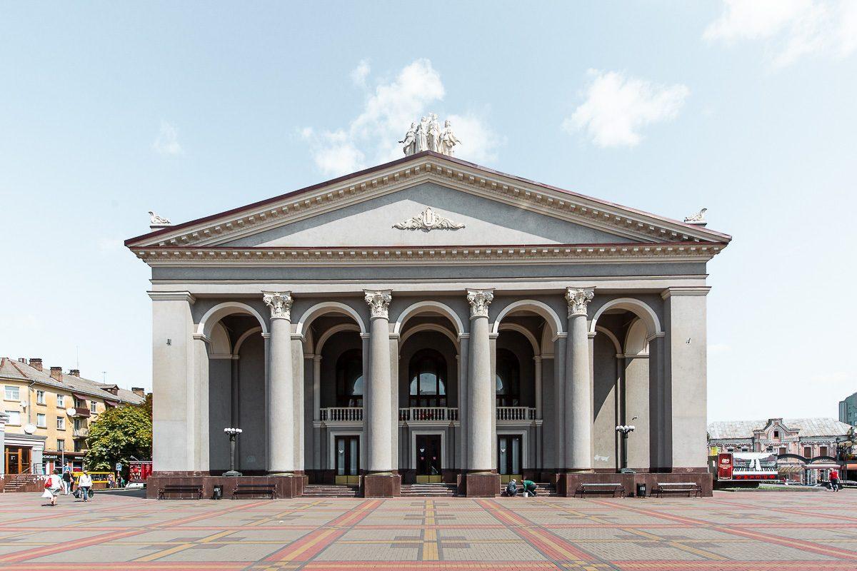 Plaza Teatralna en Rivne