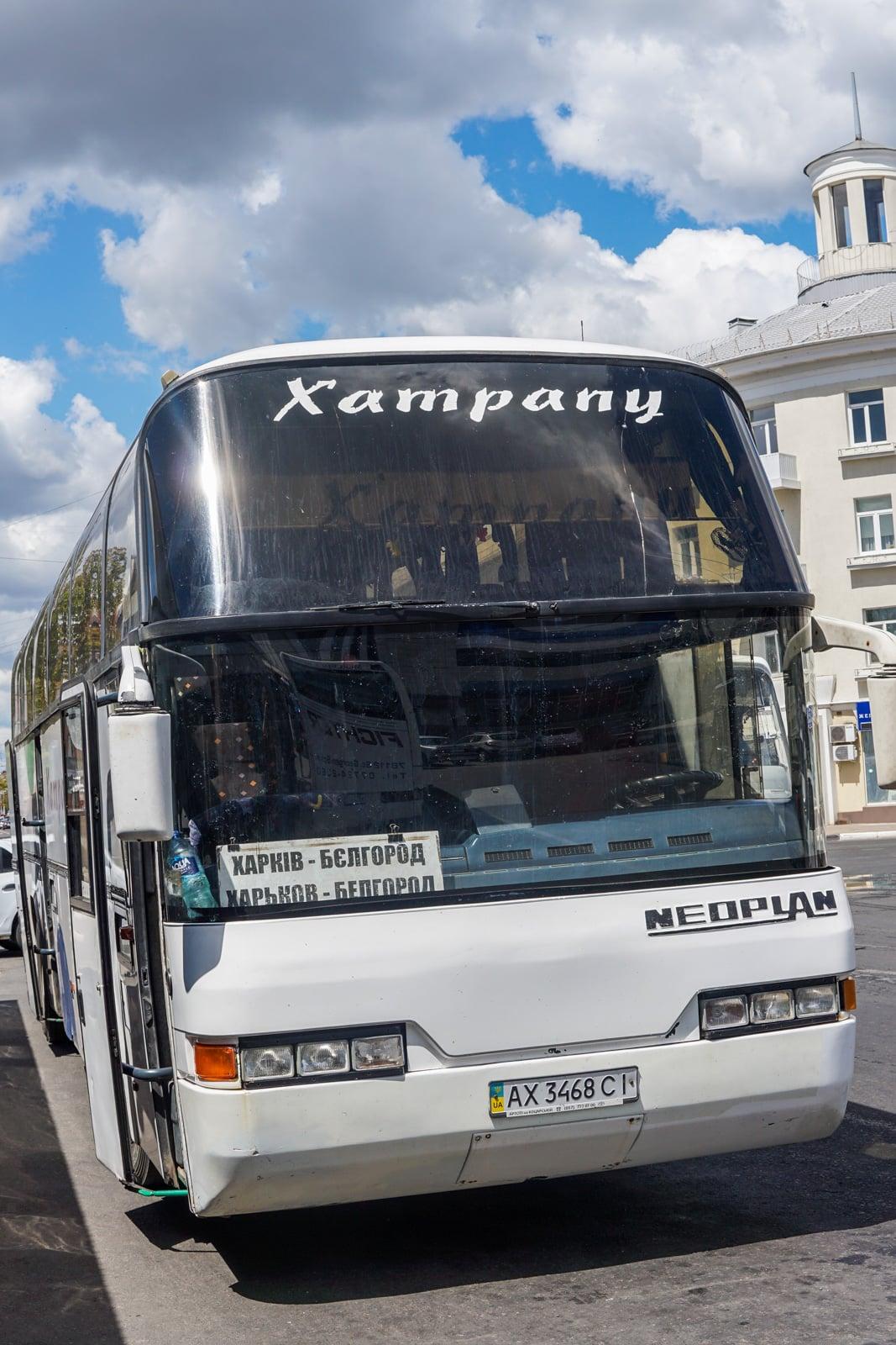 Autobús para el paso fronterizo Rusia - Ucrania